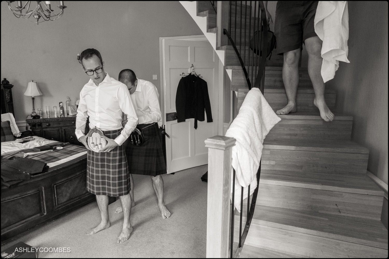 groom dresses in kilt