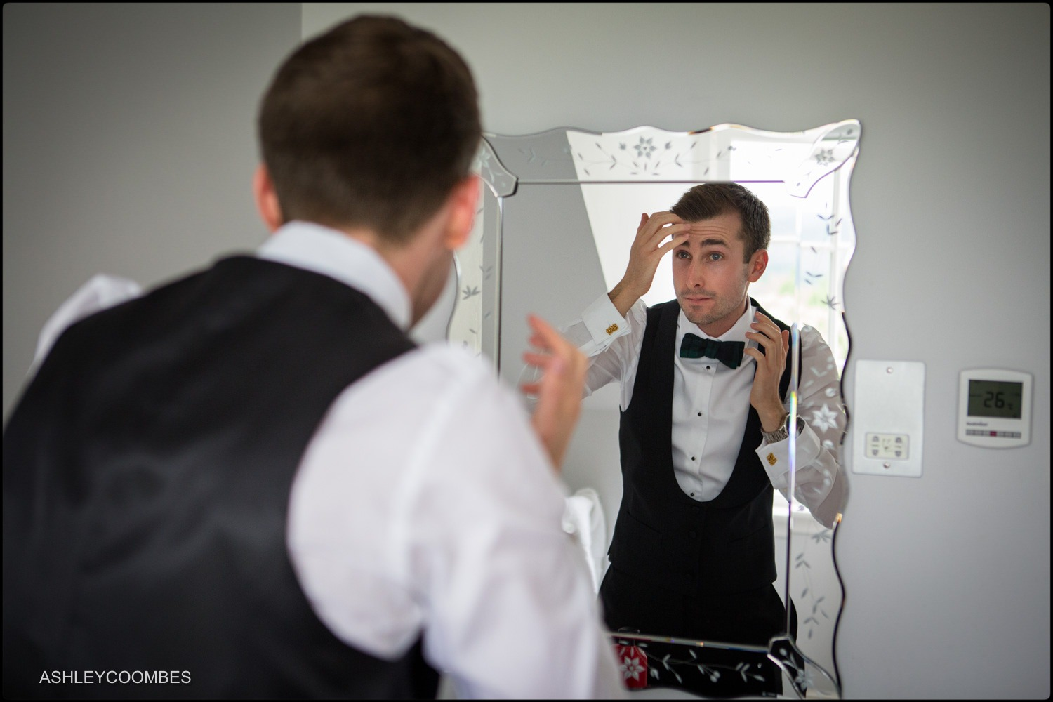 Jewish wedding groom prep